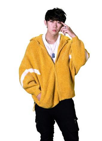 圖說:知名選秀節目〈聲林之王2〉參賽者、「高雄囡仔」葉峰榳參與青年局〈手牽手〉Rap演唱